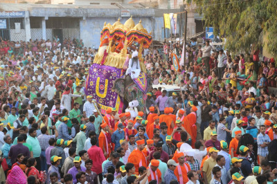 The grand procession proceeds to the festival ground