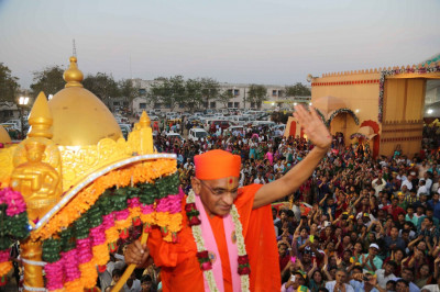 His Divine Holiness Acharya Swamishree dismounts from the majestic elephant