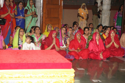 The honourable Sankhya Yogi ladies attend aarti