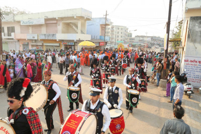The street procession proceeds towards the festival ground