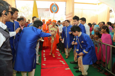 Disciples lead His Divine Holiness Acharya Swamishree into the festival ground to the stage