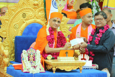 His Divine Holiness Acharya Swamishree blesses individuals who work tirelessly who support relief efforts during times of natural disasters