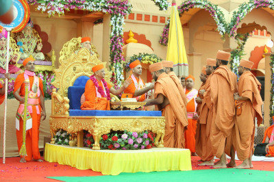 His Divine Holiness Acharya Swamishere blesses sants from the Haridham Sokhda organisation