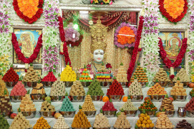 Sants and disciples prepare various delicious sweet and savoury items and present these to the Lord in the form of annakut