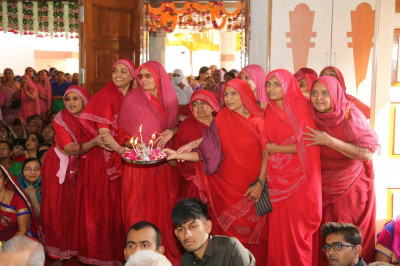 The honourable Sankhya yogi ladies perform aarti followed later by disciples