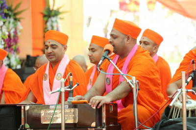 Talented sants sing devlotional songs and play various musical instruments during Acharya Swamishree's divine blessings