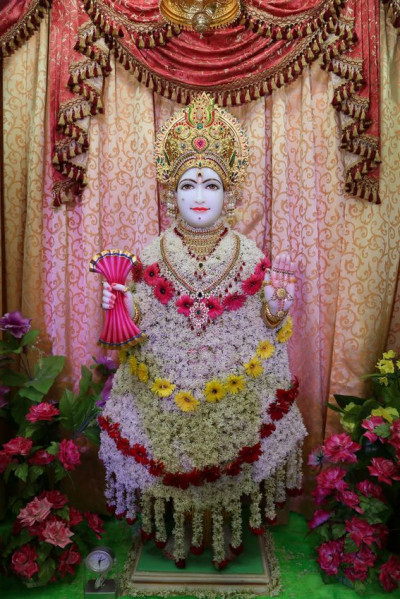 Divine darshan of Shree Ghanshyam Maharaj at Kheda Mandir