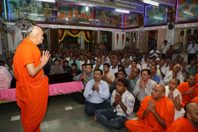 Acharya Swamishree Maharaj gives His divine darshan to disciples