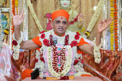 Divine darshan of Acharya Swamishree Maharaj during His ashirwad