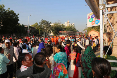 Procession arrives at the mandir gates