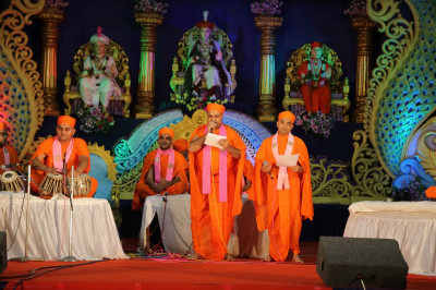 Talented Sants skillfully perform devotional songs