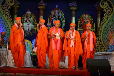 Talented Sants perform devotional songs together