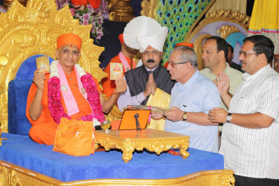 His Divine Holiness Acharya Swamishree blesses all during the release of new publications