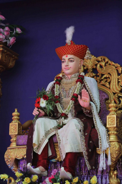 Divine darshsan of Lord Shree Swaminarayan seated on stage