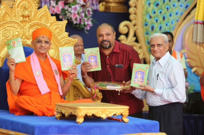His Divine Holiness Acharya Swamishree unveils the new Sanskar Deepika part 3 in English publication