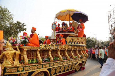 The full side view of the magnificent beautifully decorated golden chariot