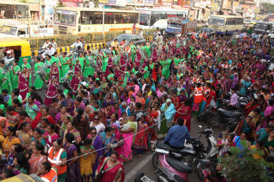 Disciples wearing colourful dresses perform various dances throughout the procession to please Lord Shree Swaminarayanbapa Swamibapa