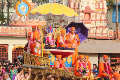 Lord Shree Swaminarayan and His Divine Holiness Acharya Swamishree seated upon the magnificent golden chariot bless all throughout the procession