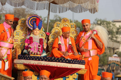 Lord Shree Swaminarayan and His Divine Holiness Acharya Swamishree bless all