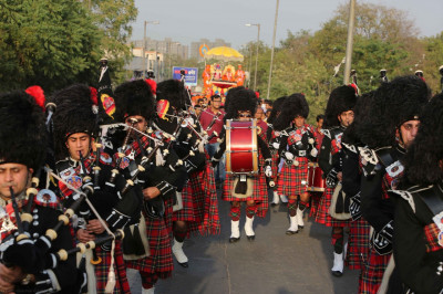 Shree Muktajeevan Pipe Band perform melodious tunes throughout the grand procession