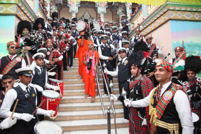 His Divine Holiness Acharya Swamishree blesses members of all three pipe bands on the steps at the entrance of Shree Swaminarayan Mandir Maninagar
