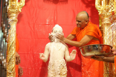 Acharya Swamishree continues bathing Lord Shree Swaminarayan in the five nectars