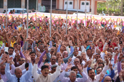 Hundreds of people gathered for the mahotsav