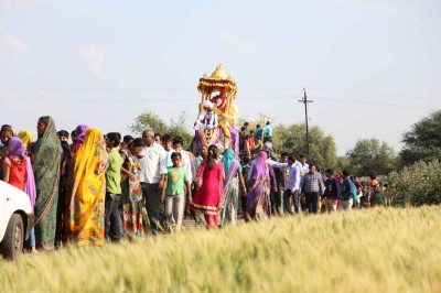 The procession continues in Mokhasan