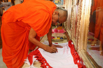The new flag is consecrated by Acharya Swamishree