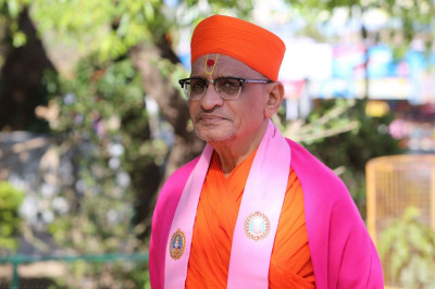 Divine darshan of Acharya Swamishree back ashore