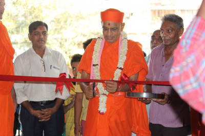 His Divine Holiness Acharya Swamishree officially cuts the red ribbon and enters the newly decorated refurbished Shree Swaminarayan Mandir Mumbai