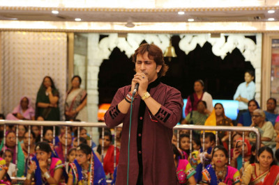 Famous Bollywood playback singers and musicians perform devotional songs to please Lord Shree Swaminarayanbapa Swamibapa
