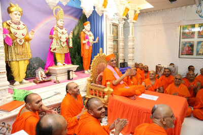 Divine darshan of His Divine Holiness Acharya Swamishree and sants enjoying the performances