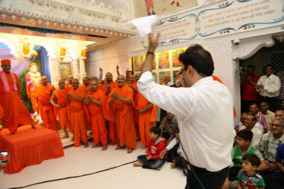 His Divine Holiness Acharya Swamishree dances as sants and disciples rejoice