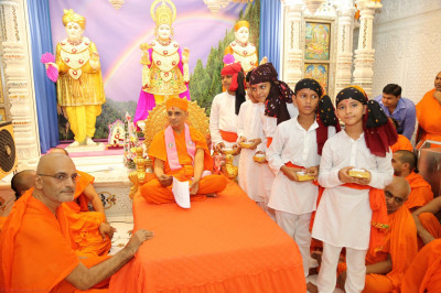 His Divine Holiness Acharya Swamishree blesses all disciples who took part in the devotional dances