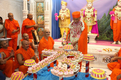 His Divine Holiness Acharya Swamishree cuts the celebratory cake