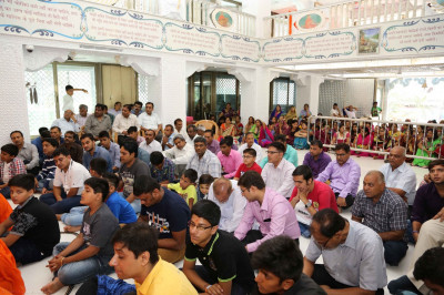 Hundreds of disciples gather to celebrate at Shree Swaminarayan Mandir Mumbai