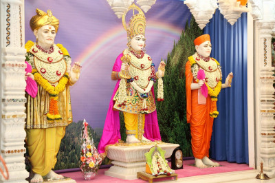 Divine darshan of Lord Shree Swaminarayanbapa Swamibapa at Shree Swaminarayan Mandir Mumbai