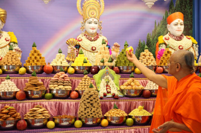 His Divine Holiness Acharya Swamishree offers cake to Lord Shree Swaminarayanabapa Swamibapa