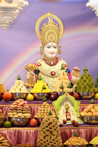 Lord Shree Swaminarayan and Shree Harikrishna Maharaj dine on delicious annakut