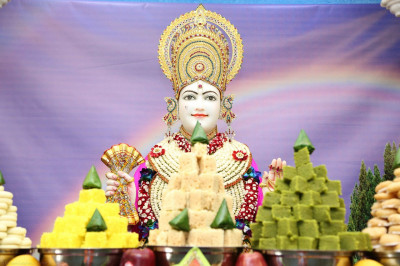 Lord Shree Swaminarayan dines on delicious annakut