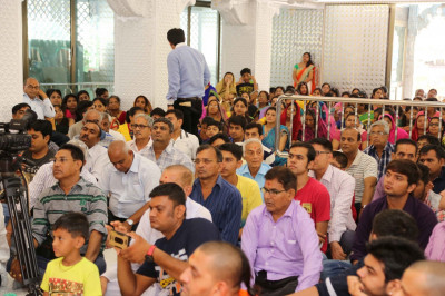 Hundreds of disciples gather for the 48th anniversary celebrations of Shree Swaminarayan Mandir Mumbai