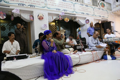 Hargun Kaur and Ghani in performance