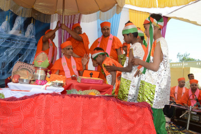 His Divine Holiness Acharya Swamishree blesses the young disciples