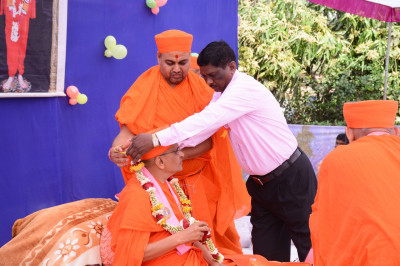 Disciples offer garlands of fresh fragrant flowers to His Divine Holiness Acharya Swamishree