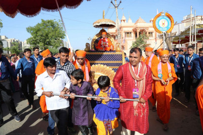 Acharya Swamishree's chariot is pulled by disciples