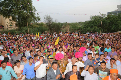 Hundreds of people gather for darshan