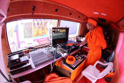Multimedia cabin for video and live broadcasting
