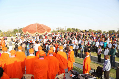 His Divine Holiness Acharya Swamishree, Sants and hundreds of disciples attend the special programme