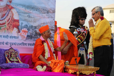 Honoured guests come for the darshan of His Divine Holiness Acharya Swamishree